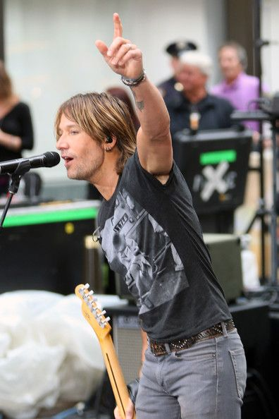 Keith Urban Photos - Keith Urban Performs in NYC - Zimbio