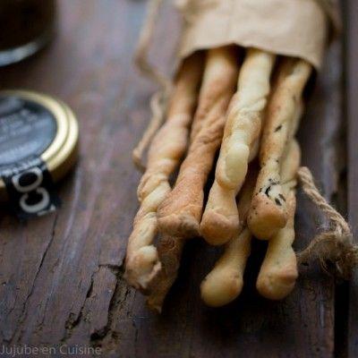 Recette de gressins - graines de sésame, pavot, sauce olives noires à la truffe - Jujube en Cuisine