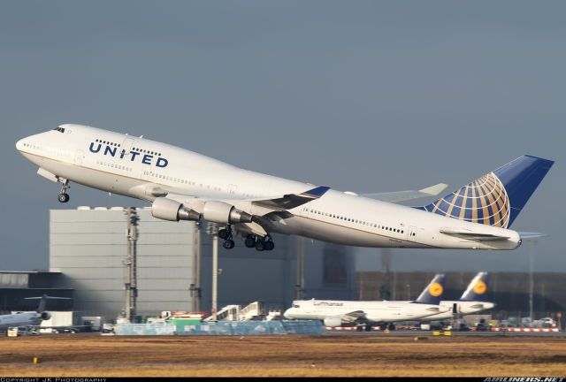 United Airlines Boeing 747-422