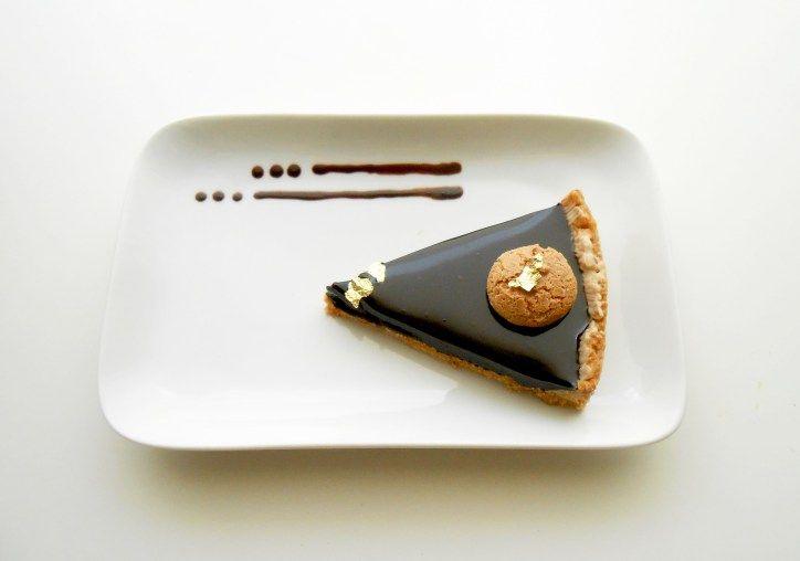 Sablè con mousse e glassa al cioccolato