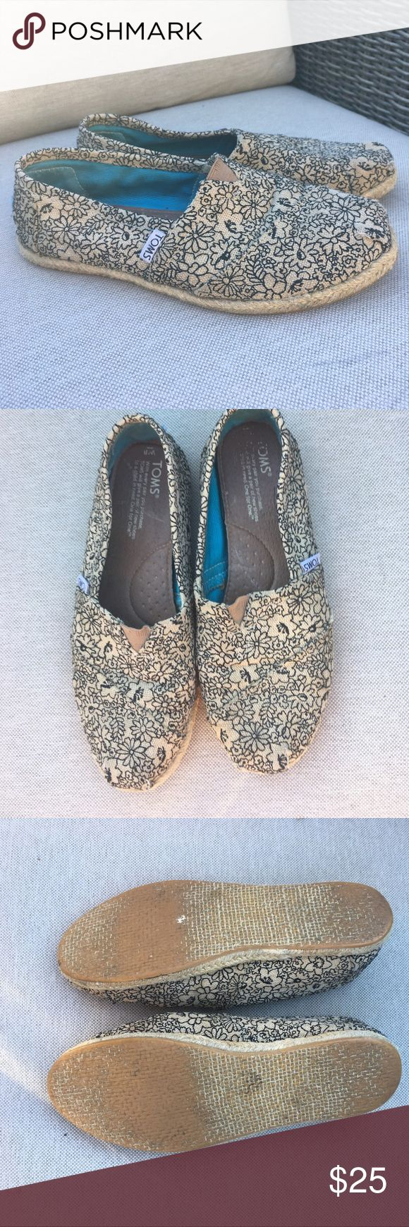 Toms ESPADRILLES . Great condition. Some wear on the toe and not noticeable but full disclosure TOMS Shoes