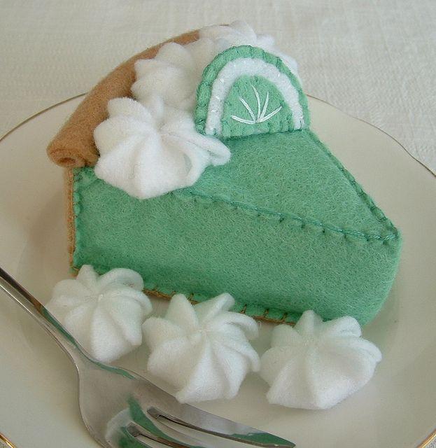 Super fun felt key lime pie. #felt #crafts #food #felt_food #DIY #cute #kawaii #pie #limes #green