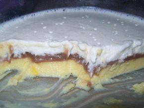 1 litro de leite  - 1 lata de leite condensado  - 3 gemas  - 12 colheres (sopa) de amido de milho  - 10 colheres de achocolatado em pó  - 20 colheres de açúcar  - 5 gotas de essência de baunilha  - 2 caixas de creme de leite