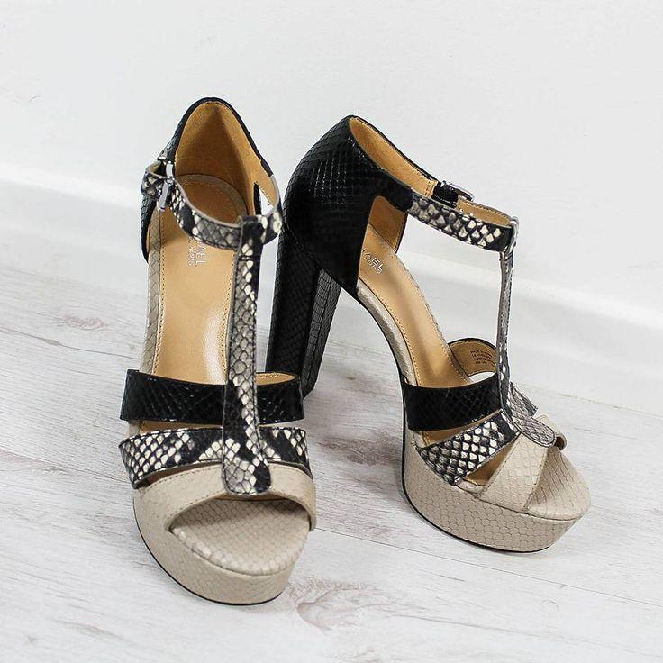 #SALE OFF 30% Arricchisci la tua giornata con un sandalo dal gusto... #glamour! 😍 Scopri il sandalo #MichaelKors online su ➡️ RicciShop.it ✌️ ・・・ #saleoff #saldi #michaelkorsshoes #michaelkorsoriginal #michaelkorsauthentic #shoes #tacchi #heels #loveshoes #womanshoes #love #fashionshoes #luxuryshoes #luxuryshops #summermood #summer2017 #cool #fashion #moda #style #beautiful #instashoes #shopping #shoponline #riccishop #italy