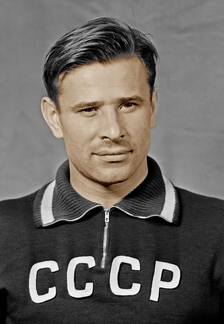 O goleiro soviético Lev Yashin, o Aranha Negra. Lendário.