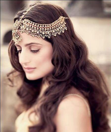Hair with matha patti
