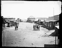 Clarke Street, Hill End 1872. Hill End is a former gold mining town in New South Wales, Australia, in Bathurst Regional Council. It owes its existence to the New South Wales gold rush of the 1850s, and at its peak in the early 1870s it had a population estimated at 8,000 served by two newspapers, five banks, eight churches, and twenty-eight pubs. Its decline when the gold gave out was dramatic: by 1945 the population was 700.