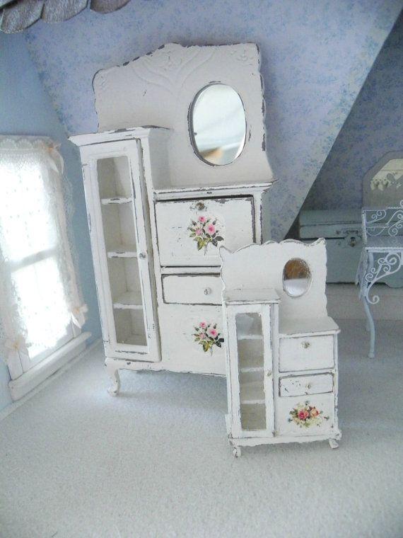 Ho dipinto questo splendido mobile in stile vittoriano usando la tecnica shabby chic Sarà un perfetto complemento darredo per qualsiasi bagno in