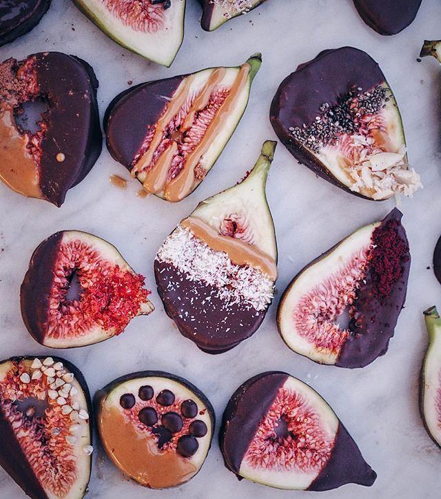 Chocolate covered fig slices via @talinegabriel  #LetsCookVegan