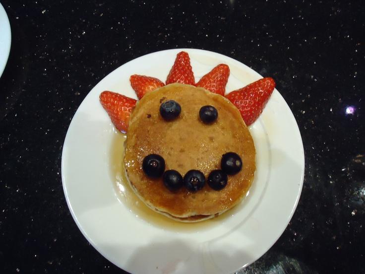 Recipe @ http://glutenfreesince93.tumblr.com/post/18014552029/pancakes-sans-gluten