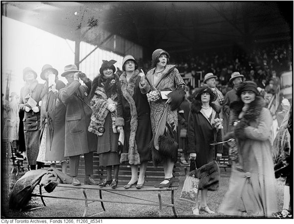 Fashions at Toronto's Woodbine Racetrack, circa 1925. #1920s #fashion #vintage #Canada