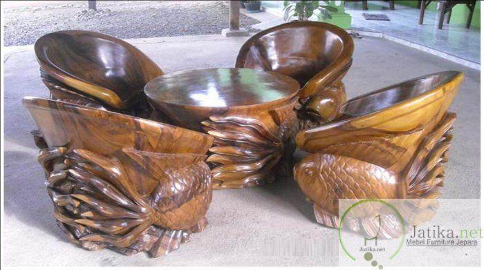 Kursi Tamu Ukir Ikan Emas merupakan salah satu kursi yang dibuat toko mebel kami dengan desain yang unik serta tidak pasaran namun tetap nyaman diduduki