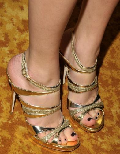 Taylor Swift feet - #feet #legs #celebrity #footfetish #fetish