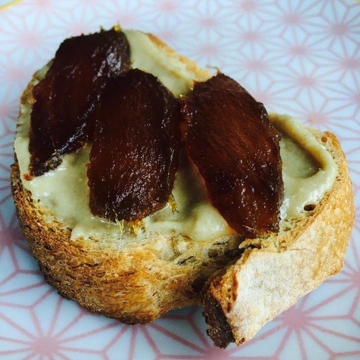 Tartine sésame aux dattes medjool