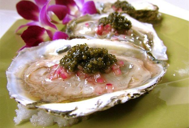 www.kaviaarkoning.nl onze kaviaarqueens presenteren de mooiste kaviaar op uw feest € 795,- per 1000 gram