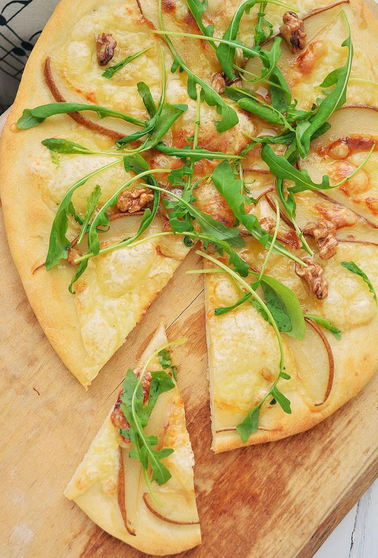 Вкусные домашние обеды: Пицца с грушей и моцареллой