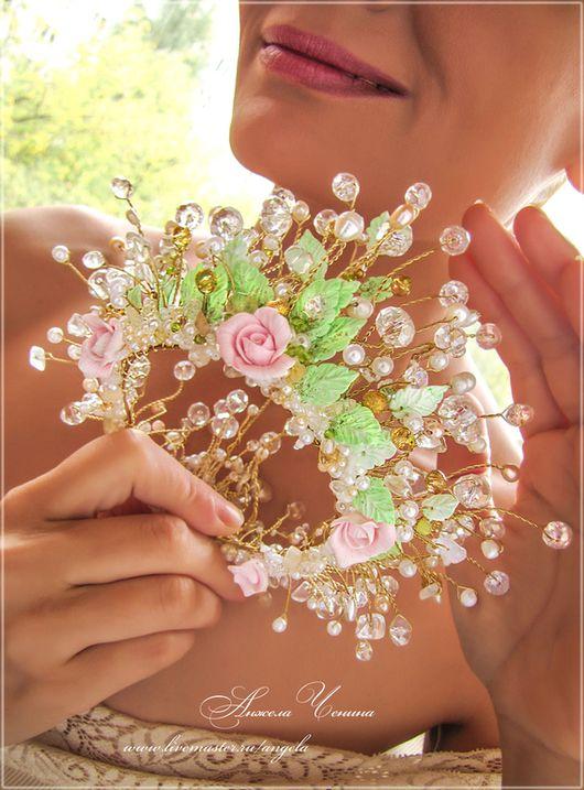 Необычная цветочная корона для свадебной прически.