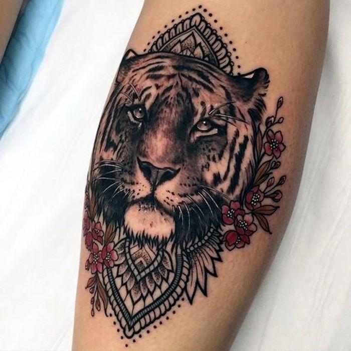 die besten 25 tigerkopf tattoo ideen auf pinterest tiertattoos wei er tiger tattoo und tiger. Black Bedroom Furniture Sets. Home Design Ideas