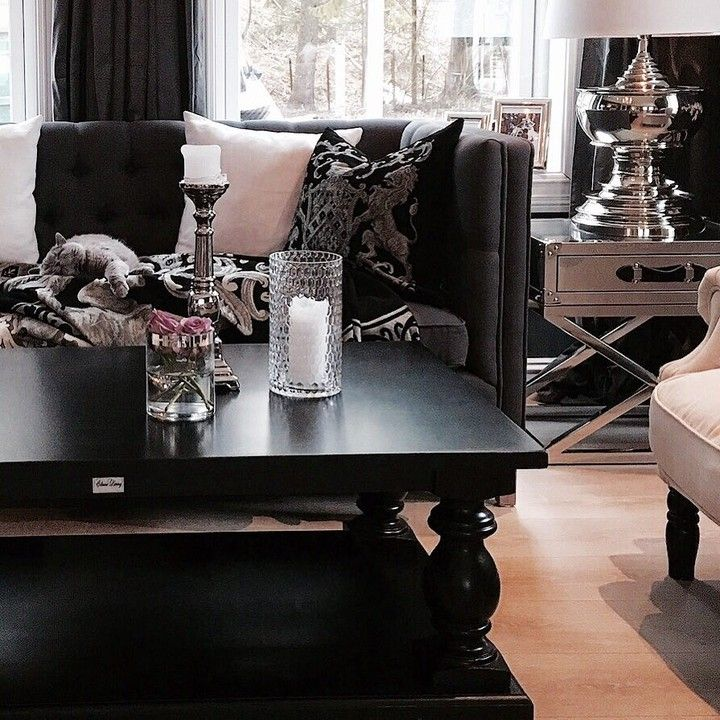 #Dubaisalongbord140 #fioripute #sanfranciscosidebord #stue #livingroom #stue