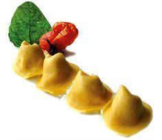 Ravioli di pomodoro fresco su stracciatella di bufala e emulsione di basilico dello chef Alessio Rossi del Splendide Royal di Lugano #lamadia #lamadiatravelfood #food