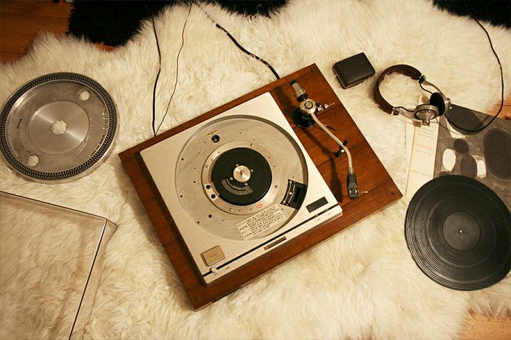 #Vintage #muziekapparaten #platenspeler uit de jaren 60 en 70.