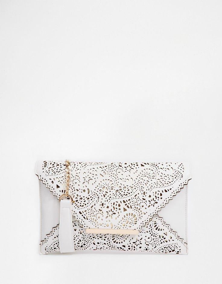 Pochette blanche en dentelle ajourée - 24,99€