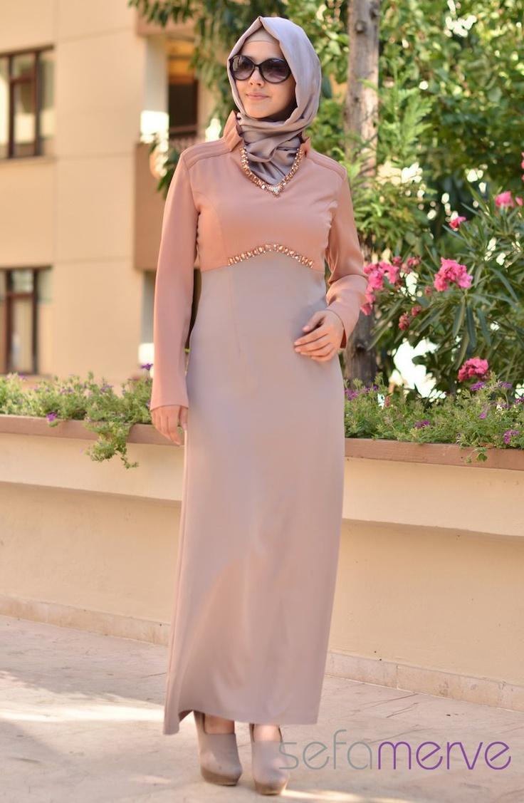 Hatunca Elbise Camel 1029-C-919-04. Kullanımı oldukça rahat olan elbiselerimiz, kaliteli dokuması ve kumaşıyla da ön plana çıkmaktadır. Kalıpları standarta uygundur.