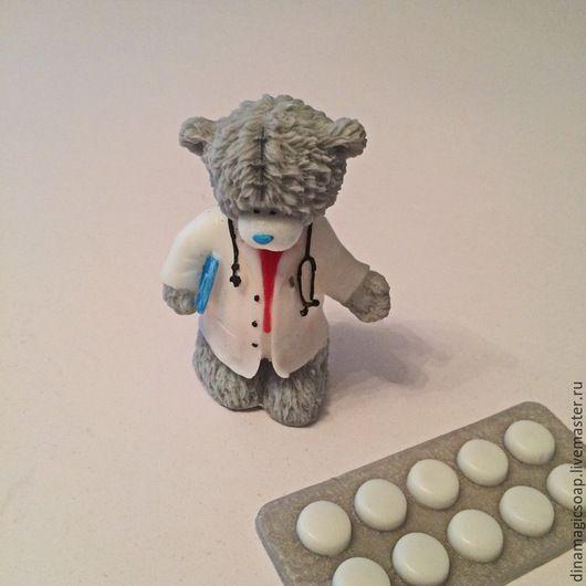 """Мыло ручной работы. Ярмарка Мастеров - ручная работа. Купить сувенирное мыло 3 d """"  Мишка  врач"""". Handmade."""