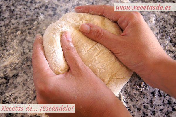 La masa de pizza más esponjosa y sencilla que hayas preparado nunca, garantizado! Con el grosor que prefieras, increíblemente jugosa, con un toque crujiente