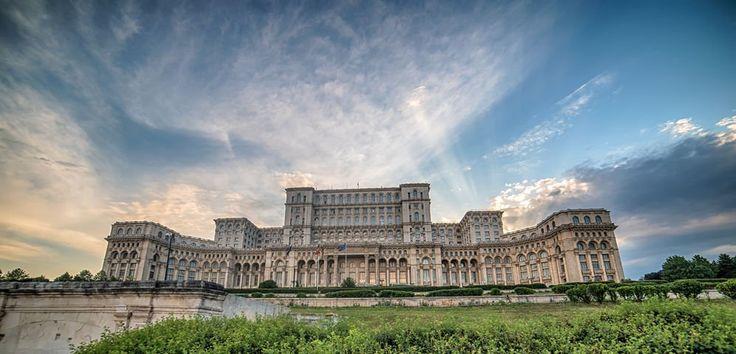 Casa Poporului, în topul clădirilor spectaculoase prea puțin cunoscute de turiști. Stă alături de monumente impresionante din India și Iran