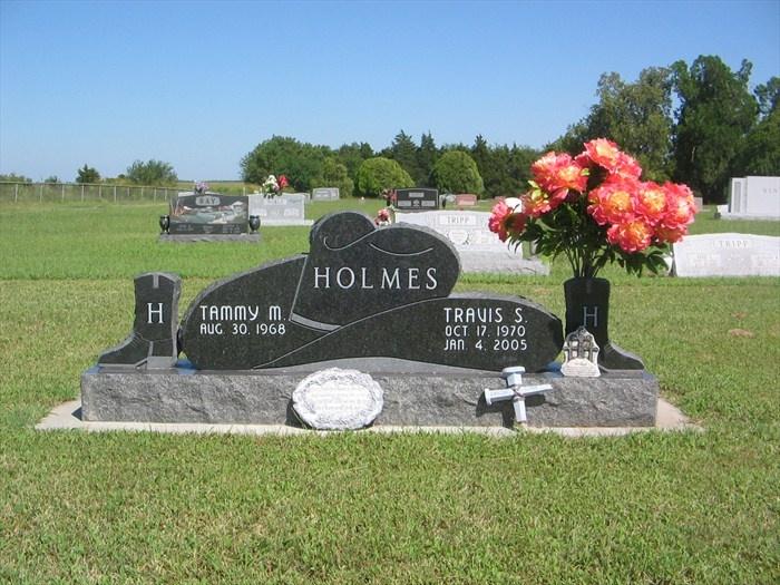 Holmes Cowboy Head Stone - Braman Cemetery - Braman, Oklahoma Image