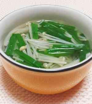 〖ヘルシー♩ニラとえのきの中華風スープ〗