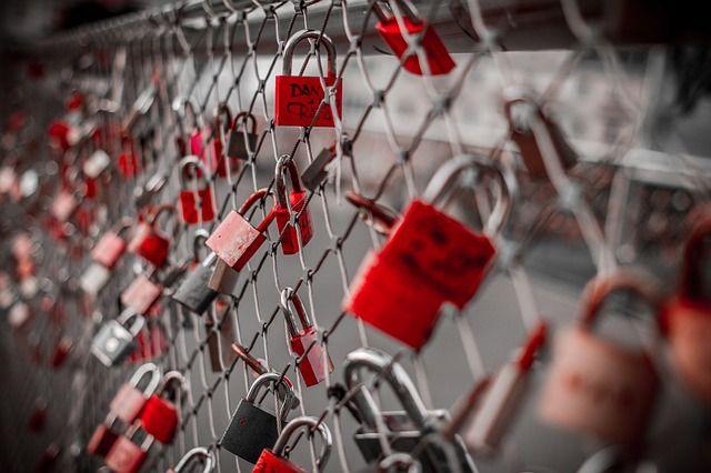 יום אהבה שמח לכל מי שיש לו אהבה(: מצוות אילנות מצלמות אבטחה http://www.ilanot.co.il/