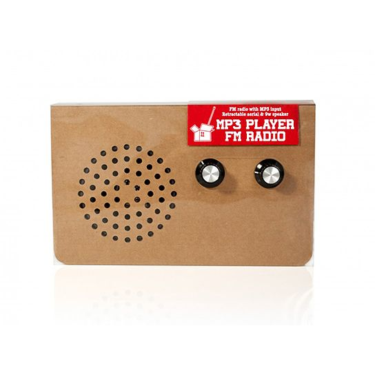 Simples pr gnantes und recyclebares cardboard radio aus for Kamin aus pappe