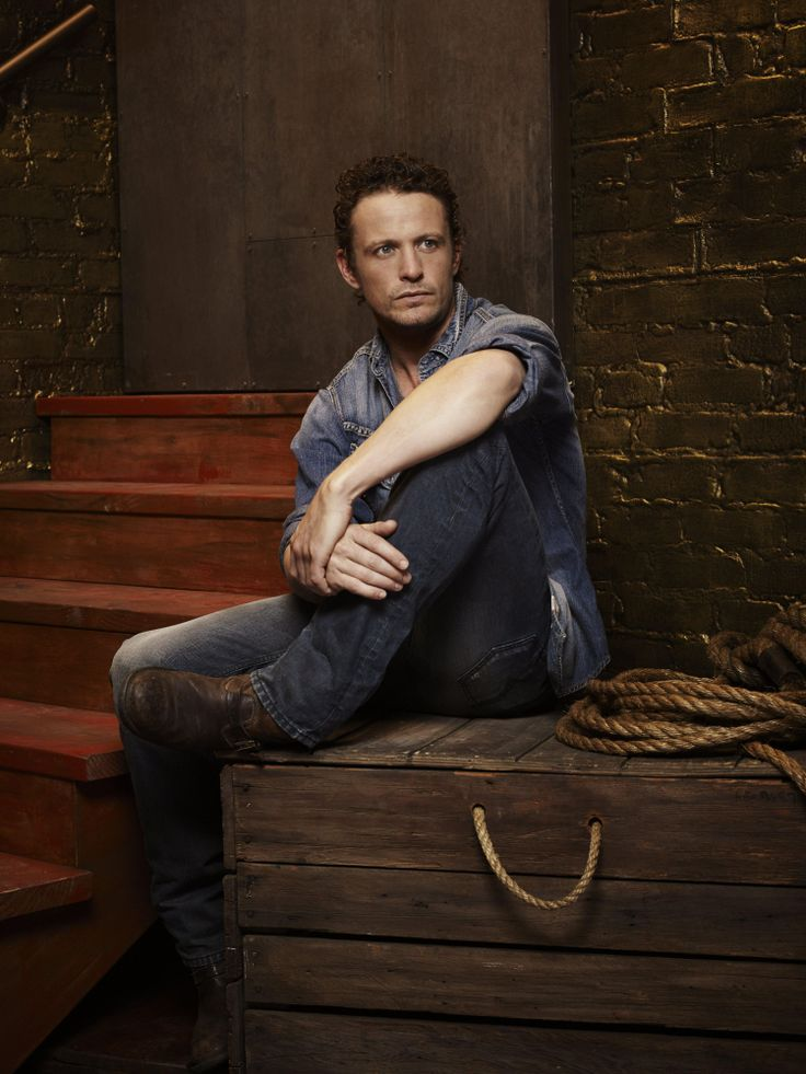 David Lyons as General Sebastian Monroe on NBC's Revolution............ maniacal hotties with awesomally scruffy beards and beautiful blue eyes. How's a girl supposed to resist all that?
