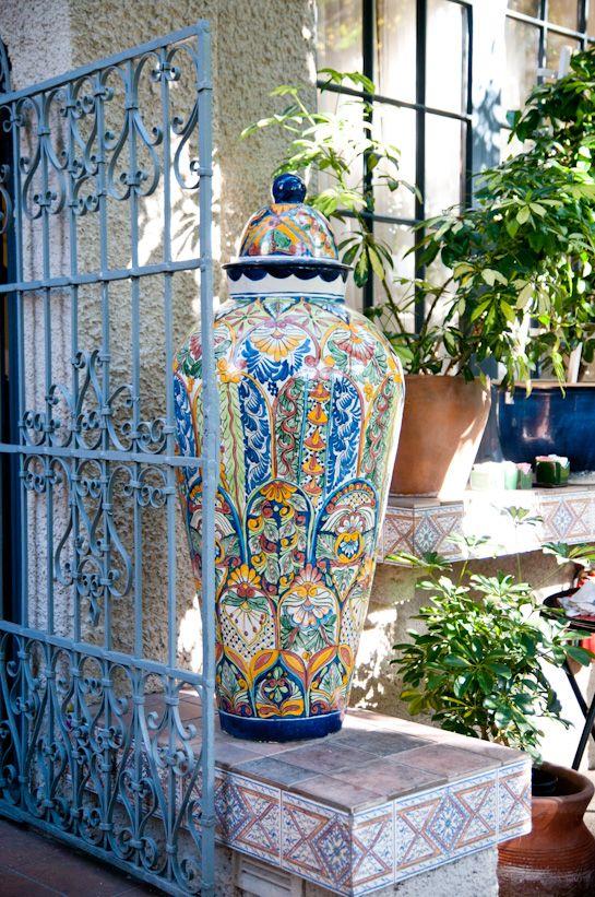 .Decor, Blue Ironwork, Gardens Corner, Ceramics Jars, Gardens Urns, Beautiful Vases, Wrought Iron Gates, Blue Beautiful, Lights Blue