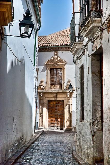 Portal al final de la Calle Encarnación que sale de los alrededores de la Mezquita de Córdoba, España
