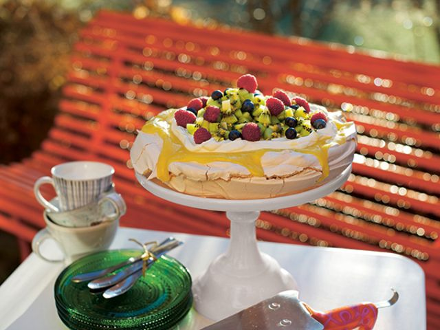 Pavlova med passions- och citroncurd (kock Alisa Bandell)
