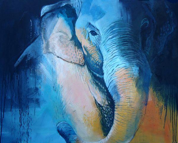 Petra Verlooij. Confrontation. Deze prachtige Aziatische olifant dendert je als het ware tegemoet. Hij maakt onderdeel uit van een kleurrijke abstracte compositie.