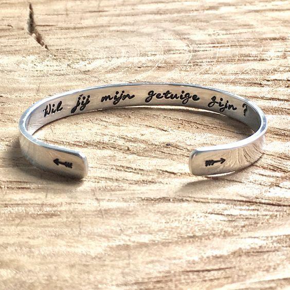 Wil jij mijn getuige zijn? Deze armband is een bijzondere en originele manier om dé vraag aan jouw getuigen te stellen wanneer je gaat trouwen! :) Een armband met jouw eigen tekst. #bruiloft #trouwen #bride #wedding #gift #cadeau