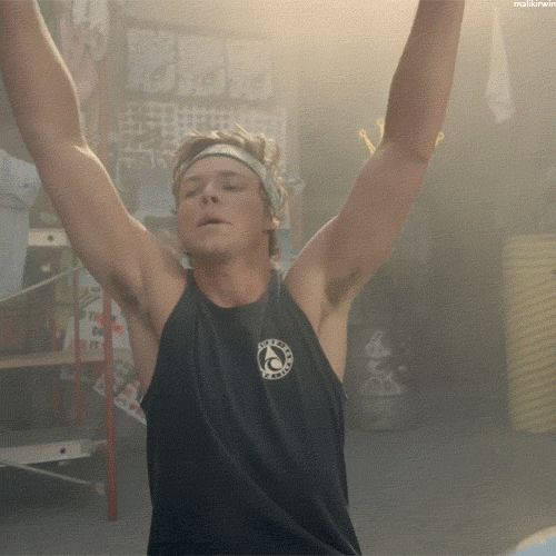 I'm spamming you all with Ashton gifs to annoy my sister MWAHAHAHA and well... of course for my enjoyment too <3 xD