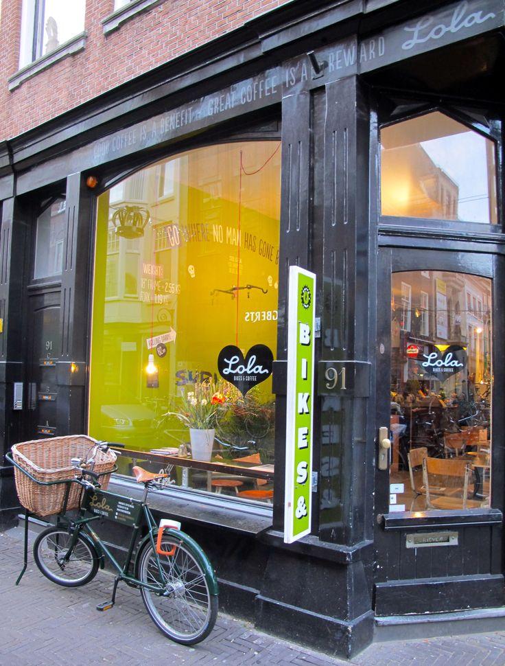 Bikes and coffee at Den Haag's friendly Lola aan het Noordeinde