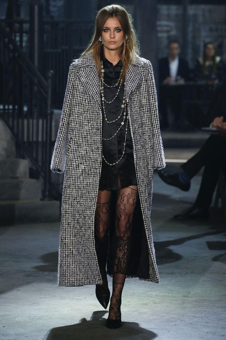 Chanel Pre-Fall 2016 Fashion Show - ''Paris in Rome'' - Nadja Bender - Bxy Frey