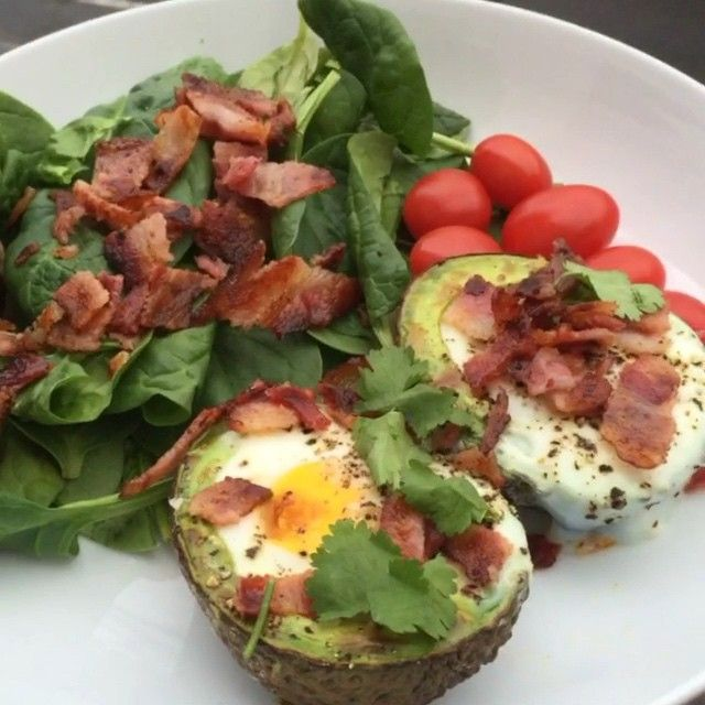 Try these baked eggs in avocado with bacon for breakfast tomorrow #FatsForFuel #Leanin15
