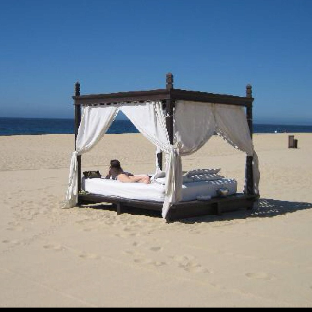 Is there a better place to sleep / a bed on the beach with PRIVACY:) #ecstasyBuckets Lists, Favorite Things, Creative Ideas, Beds, Favorite Places, Better Places, Beautiful Beach, Great Ideas, Beachy Ideas