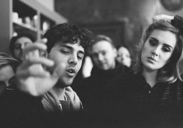 Adele : Xavier Dolan s'explique sur le mystérieux téléphone à clapet du clip de Hello