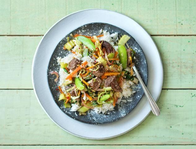 Gewokte biefstuk met groenten en sesam-basmatirijst