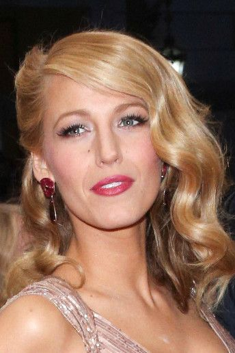 Blake Lively retro curls #wedding #hair http://www.weddingandweddingflowers.co.uk/article/1412/10-gorgeous-wedding-hair-ideas%2C-as-worn-by-our-favourite-celebrities
