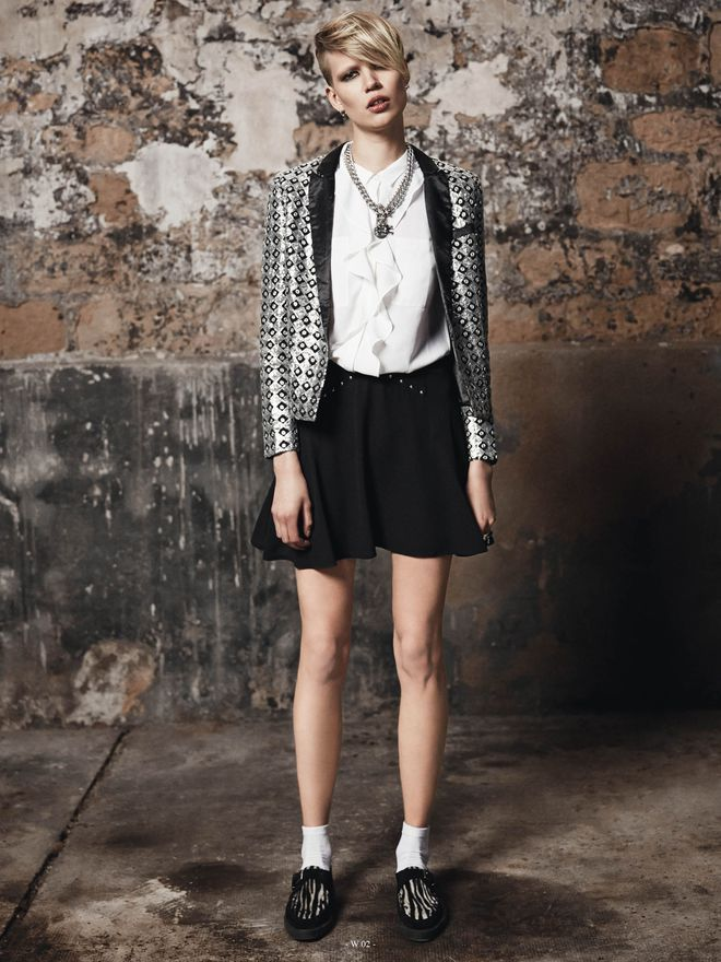 The Kooples collection printemps-été 2014: veste brocart argenté mini jupe