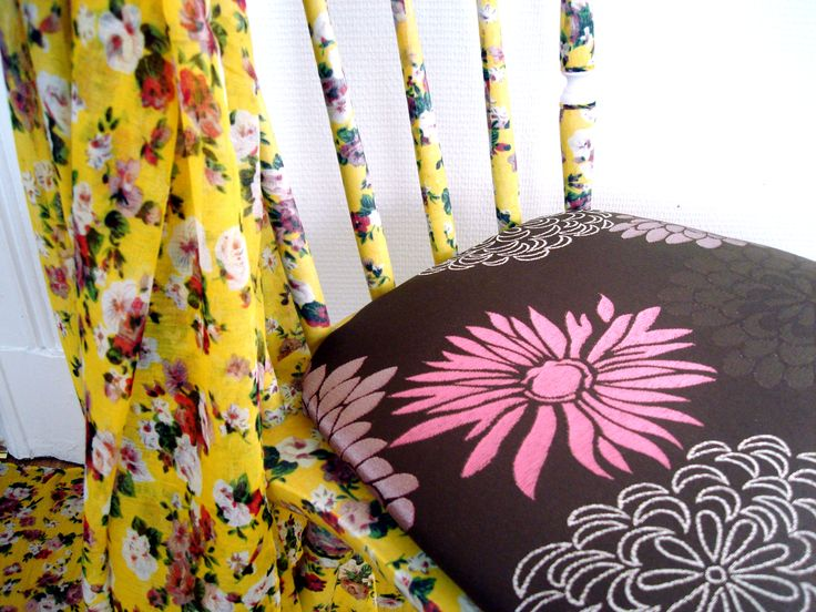 Chairs, with fabrics treated with beautiful colors and designs. Waterproof against household accidents. Prepared and protected against chafing of daily use. Shabby chic - antique - custom hand - recycling art - furniture designs - Facebook: Lenna Custom Designs